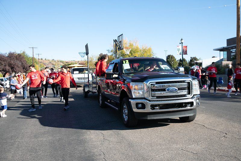 HOMECOMING PARADE 2019-1479.jpg