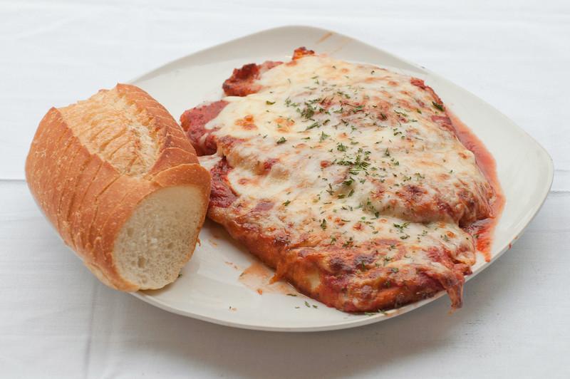 Roberto's_NewRochelle_Chicken Parmesan Dinner.jpg