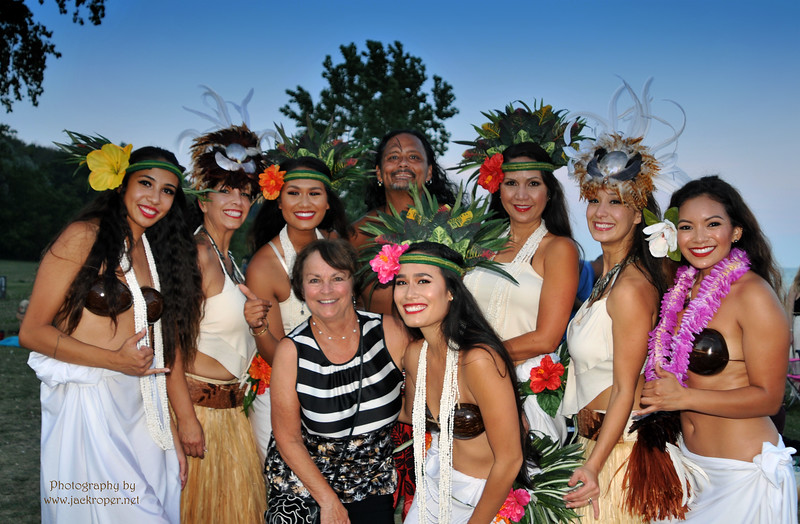 zz BETTY WITH HAWAIIAN DANCERS  7644 - Copy.jpg