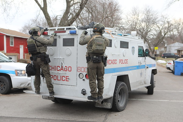 Chicago Police Swat Team Barricaded Subject With A Gun 500 e 131st Street
