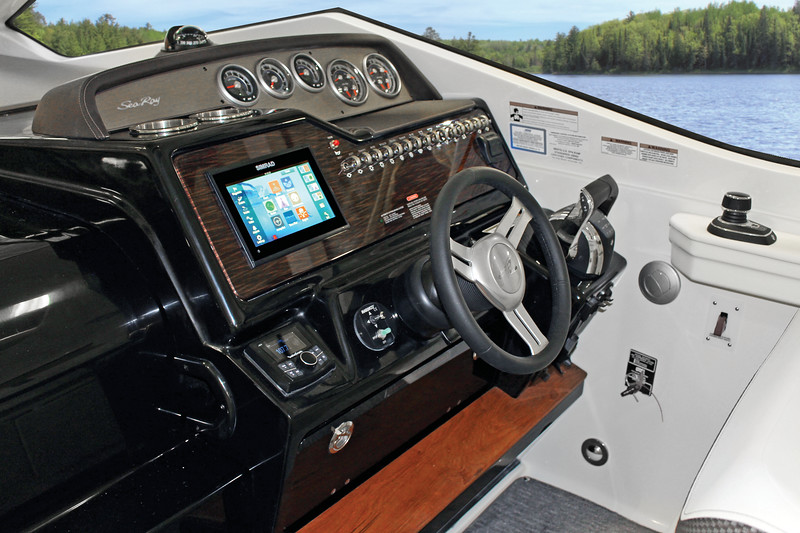 DA 350 Coupe Simrad 11.jpg