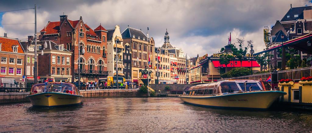 荷兰阿姆斯特丹,两岸街景