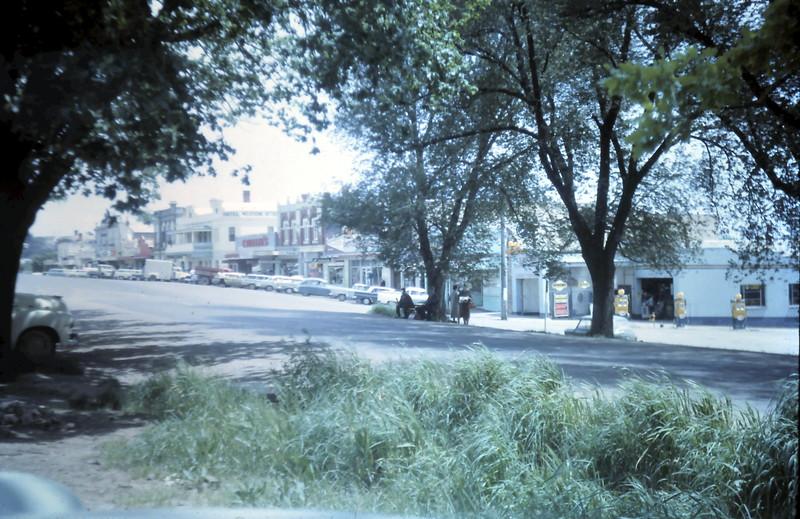 1964-10-28 (7) Lilydale.JPG