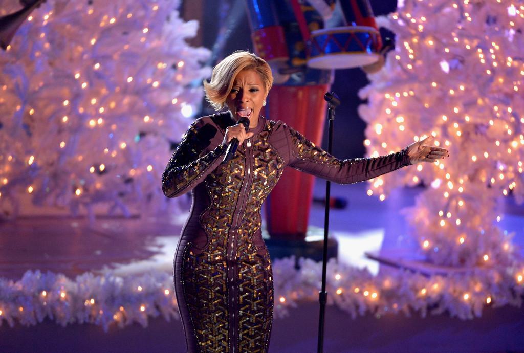 . Mary J. Blige performs during 81st Annual Rockefeller Center Christmas Tree Lighting Ceremony at Rockefeller Center on December 4, 2013 in New York City.  (Photo by Stephen Lovekin/Getty Images)
