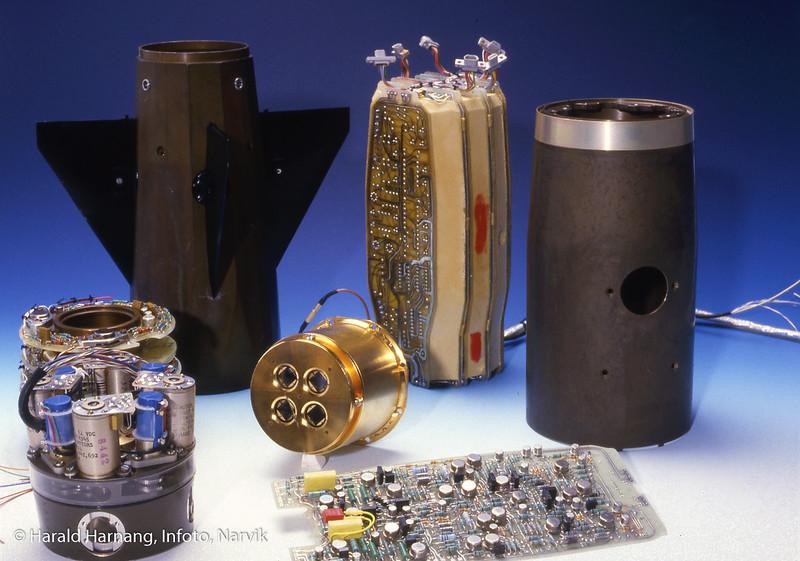 Maskinerte deler og elektronikk til trådstyrt rakett, for Bofors, laget av KV-Narvik, senere norsk forsvarsteknologi. Bakke-til-luft-rakett.
