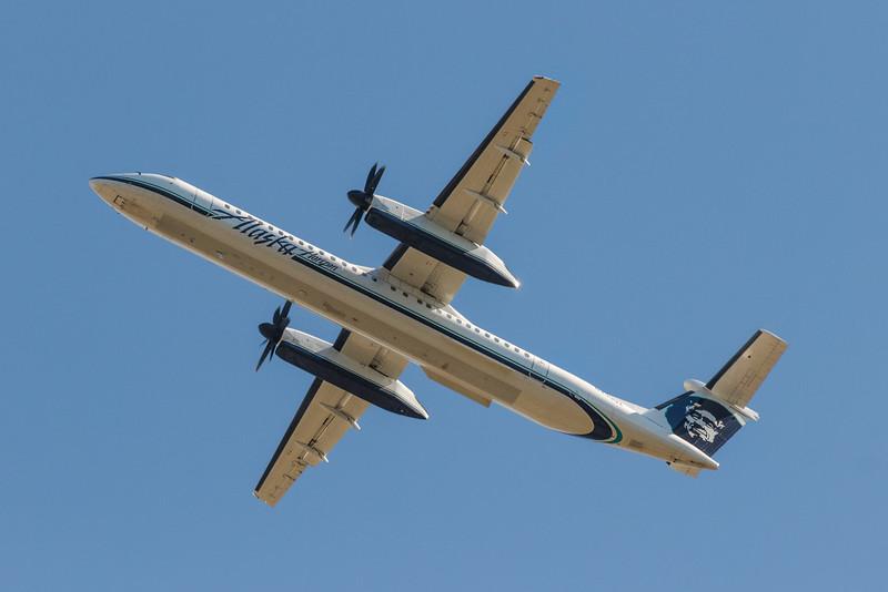 Alaska Air Dash 8