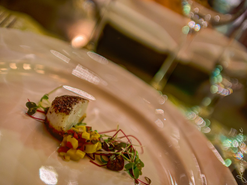 Half an Scallop to start ... don't ruin your appetite on the first course :)