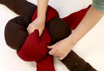 032519 DIY Knot Pillows (MA)