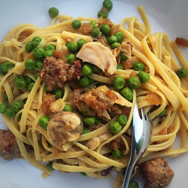 On the table tonite: golden neck clams with @barillaus linguini, peas, Italian sausage and peas via a recipe from @stephandthegoat #passionforpasta