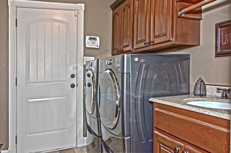 laundry_HDR2.JPG