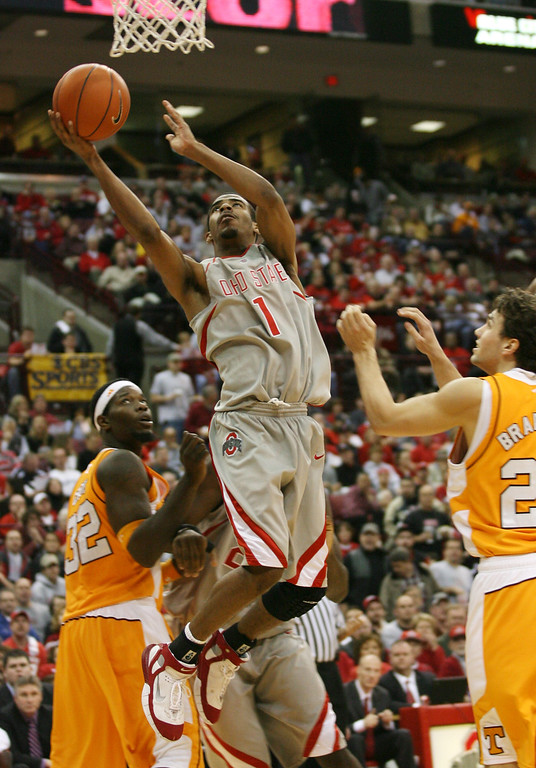 . Ohio State\'s Mike Conley (1) goes to the basket for two between Tennessee\'s Duke Crews (32) and Dane Bradshaw (23) during the second half a college basketball game Saturday, Jan 13, 2007, in Columbus, Ohio. (AP Photo/Terry Gilliam)