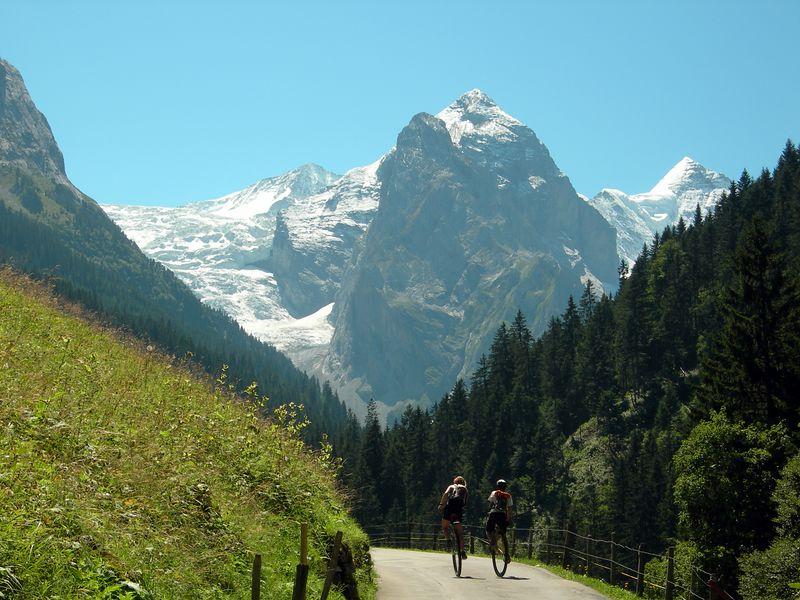 Switching to climbing gears: ascending the Grosse Scheidegg Pass (1962m), a climb of over 1300m.