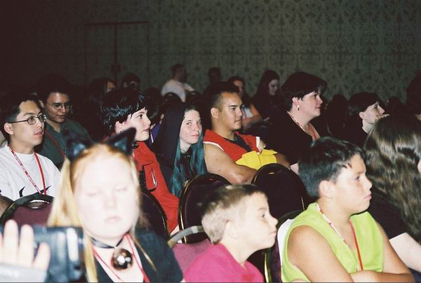 03_Crowd2.jpg