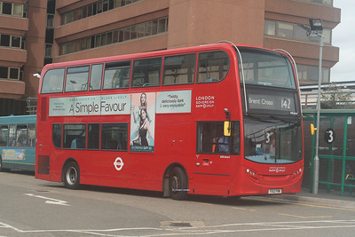 ADE40415, YX12FNW, London Sovereign, Watford Junction Station