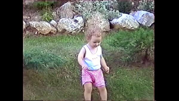 1999v Annie Garden Fun