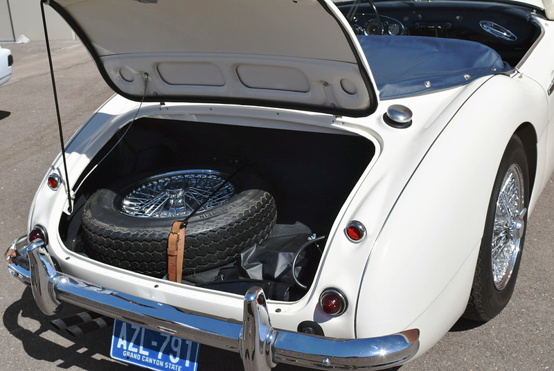 Austin-Healey 3000 1961c trunk.JPG