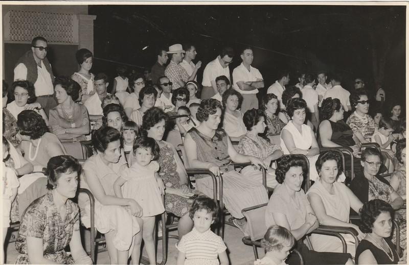 Dundo - Assistência a Teatro Infantil