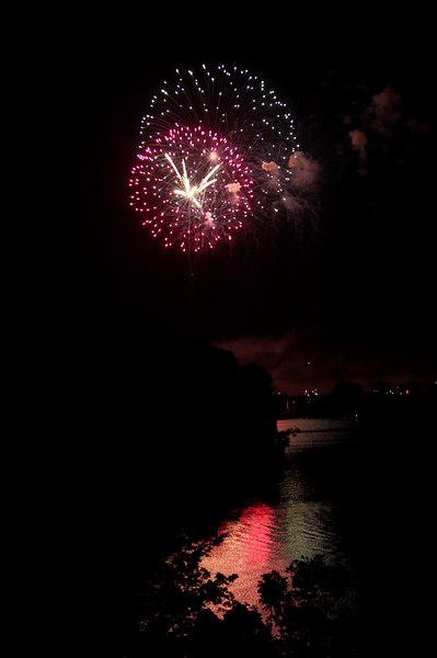fireworks lake.jpg