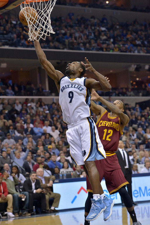 . Memphis Grizzlies guard Tony Allen (9) shoots against Cleveland Cavaliers guard Jordan McRae (12) in the second half of an NBA basketball game Wednesday, Dec. 14, 2016, in Memphis, Tenn. (AP Photo/Brandon Dill)