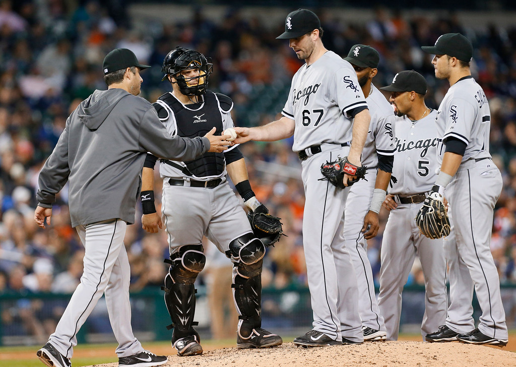 . Chicago White Sox manager Robin Ventura, left, takes the ball from Chicago White Sox starting pitcher Scott Carroll in the seventh inning of a baseball game against the Detroit Tigers in Detroit Tuesday, Sept. 23, 2014. (AP Photo/Paul Sancya)