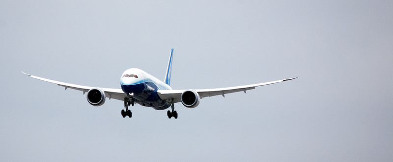 Planespotting Boeing 787 arrival in Toronto