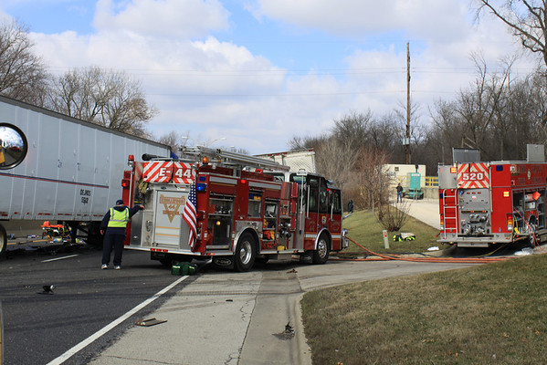 Knollwood Fire Dept 2 Semi Accident W/Entrapment On Northbound  Rt 41   North Of 176 Knollwood, Lake Bluff, Lake Forest, North Chicago, And Great lakes