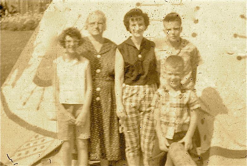 1960 - 21 Judi, Busa, Mom, Larry, John