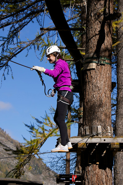 Katerina watching some of the other Swiss Semester students making their way around the ropes course