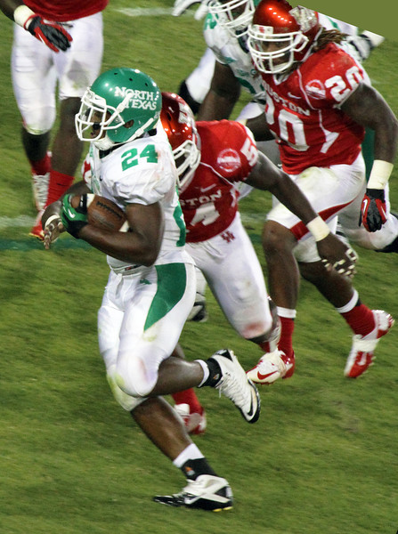 UH's Thomas tackles UNT's Byrd