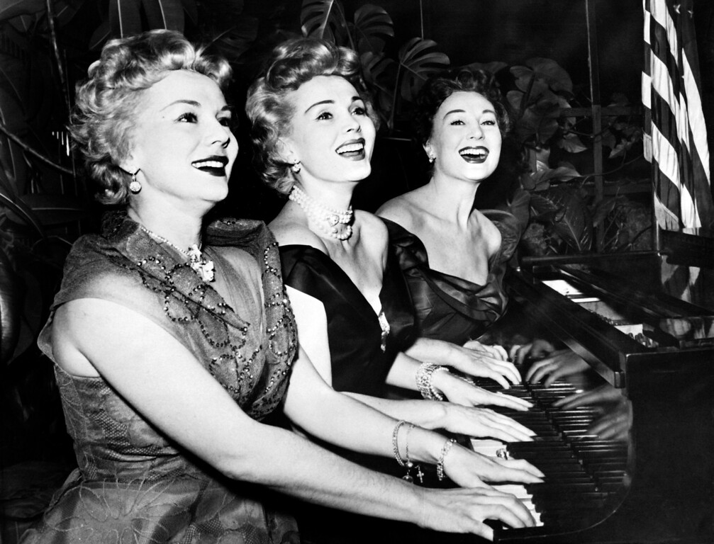 . A photo taken on January, 1954 shows US actress Zsa Zsa Gabor and her sisters Eva and Magda, playing piano for new year day.   (AFP/Getty Images)