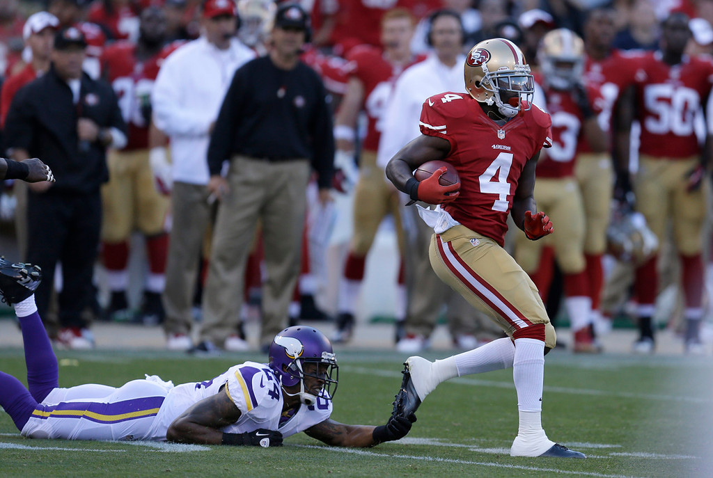 . San Francisco\'s  Lavelle Hawkins, right, runs past Vikings cornerback A.J. Jefferson to score on a 105-yard kickoff return during the second quarter in San Francisco on Sunday August 25, 2013. (AP Photo/Ben Margot)