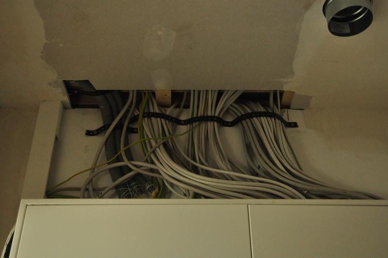 Kabel über dem Anschlusskasten.