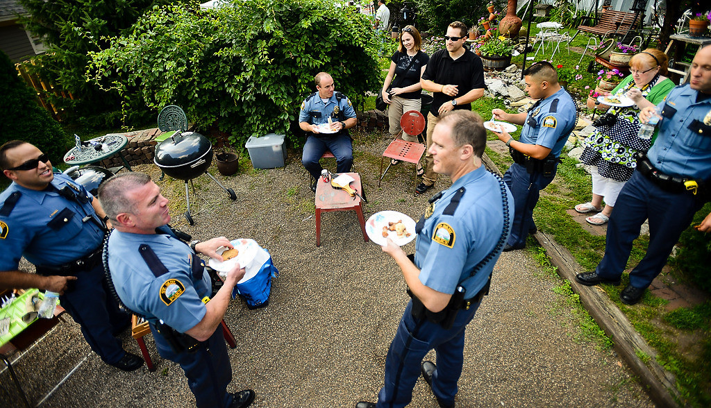 . St. Paul police officers were among those who showed up for the Wardlaws� annual neighborhood potluck last Sunday. (Pioneer Press: Ben Garvin)