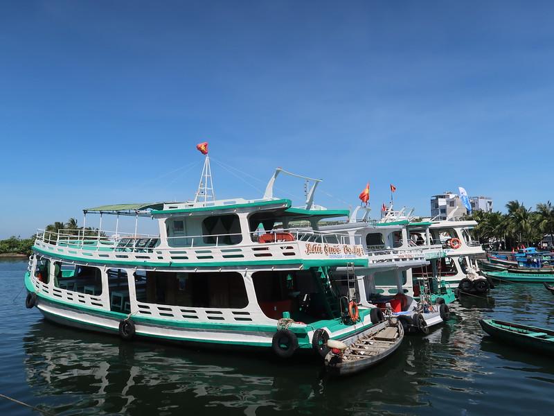 IMG_7472-tourist-boats.JPG
