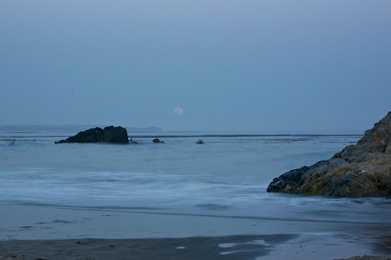 Supermoon 2012. Leo Carrillo Beach.