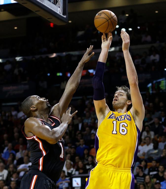 . Los Angeles Lakers center Pau Gasol (16) shoots over Miami Heat center Chris Bosh (1)  during the fourth quarter of an NBA basketball game in Miami, Thursday, Jan. 23, 2014. The Heat won 109-102. (AP Photo/Alan Diaz)