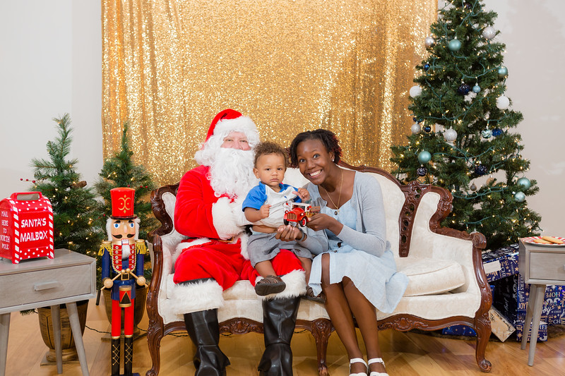 FADS Picture with Santa-259.jpg