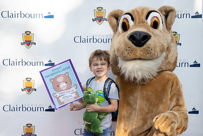 Clairbourn Students Meet School Mascot on First Day