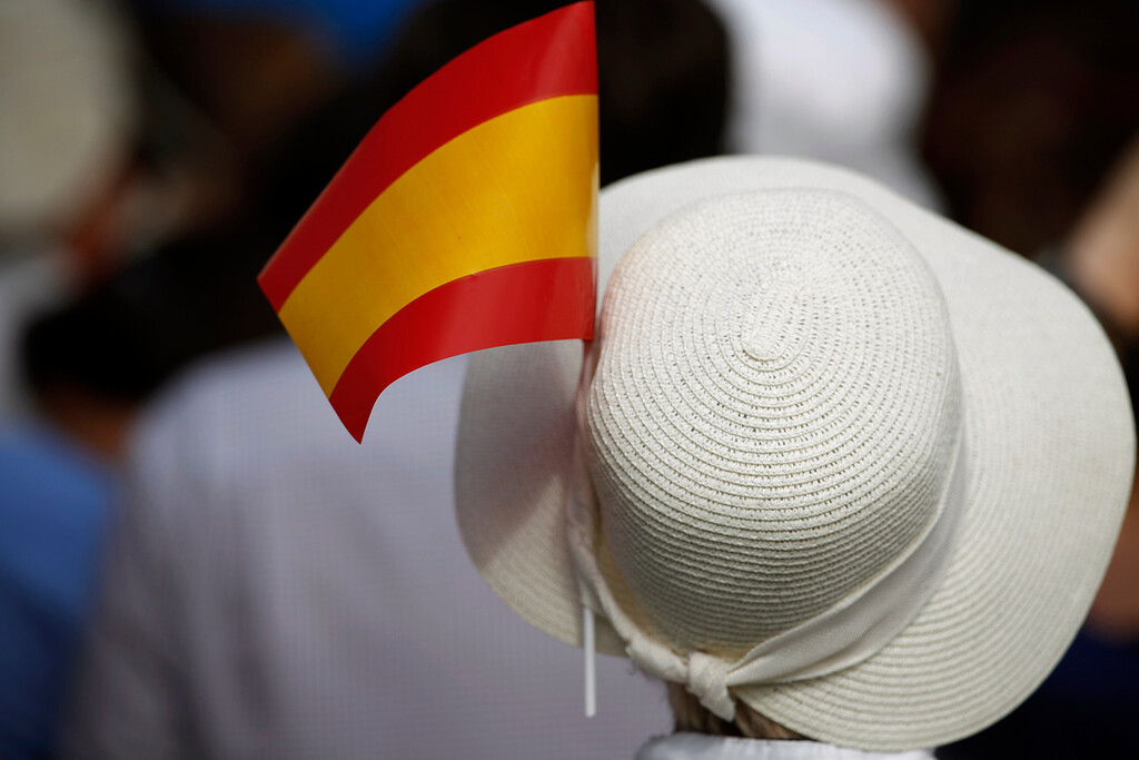 . A Spanish flag decorates a pamela hat of a woman before the arrival of Spainís newly crowned King Felipe VI at the Royal Palace in Madrid, Spain, on Thursday, June 19, 2014.  (AP Photo/Laura Leon)