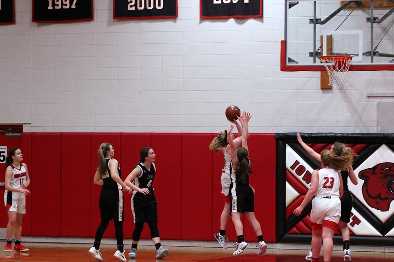 IMG_5874 Annie Spurley drives to the basket.jpg