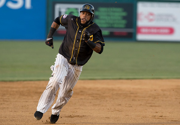 09/03/19 Wesley Bunnell | StaffrrThe New Britain Bees defeated the Somerset Patriots 7-6 in the bottom of the 8th on what was scheduled to be a 7 inning first game of a doubleheader. Darren Ford (15).