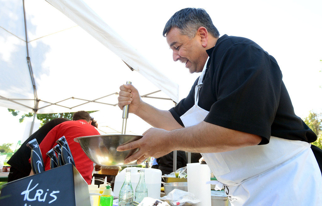 ". Dublin Mayor Tim Sbranti, helps prepare meals during the ""Alameda County Mayors\' Healthy Cook-Off Challenge\"" held at the Dublin Farmers\' Market at Emerald Glen Park in Dublin, Calif., on Thursday, July 25, 2013. The Dublin team consisting of Sbranti, Chef  Jose Guevara, and Sous-chef Ulises Rodriguez both of Johnny Garlic\'s restaurant  went on to take second place advancing them to compete against the winners of the Contra Cost County Mayors\' Healthy Cook-Off Challenge. The contest will be held at Mt. Diablo High School in the fall. The cook-off was presented by Concord\'s Wellness City Challenge and promotes the importance of healthy eating. (Doug Duran/Bay Area News Group)"