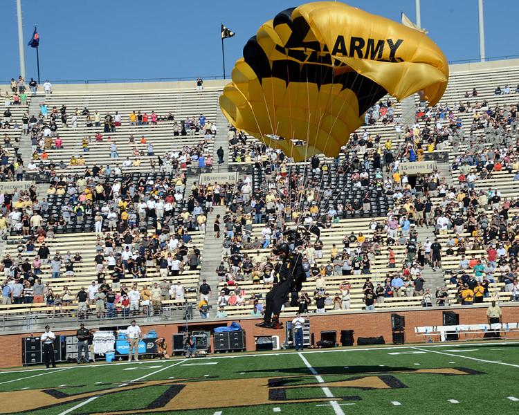 Army Golden Knights parachute team 03.jpg