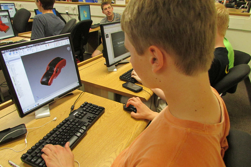 Tessmann trying to make a car on Inventor