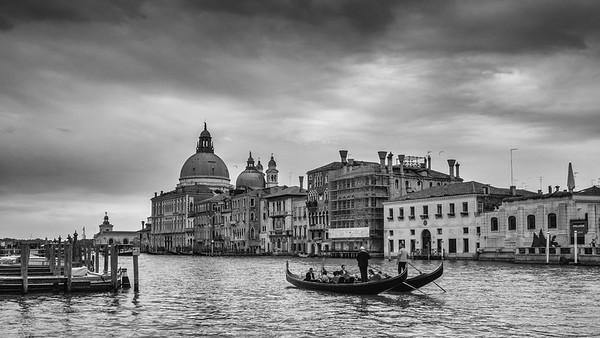 Venise, autrement [Suite photographique sonorisée]