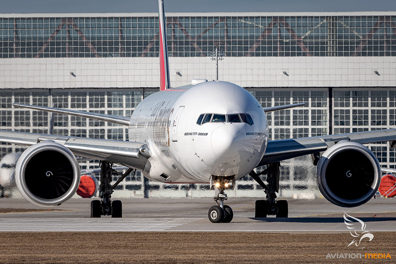 Emirates / Boeing 777-300 / A6-EGX