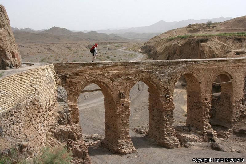 Ir.03_16_Kharanaq_aquaduct.JPG