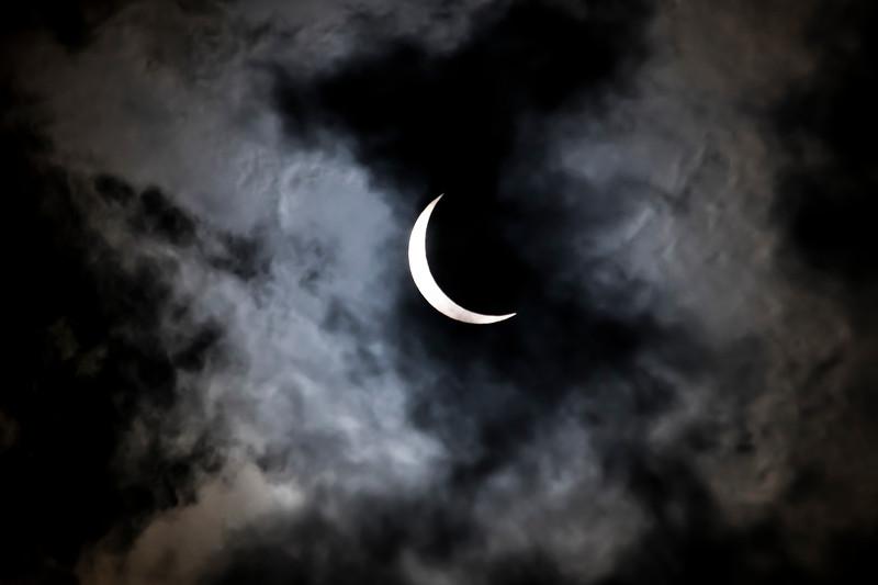 Crescent sun in the clouds082117004.JPG