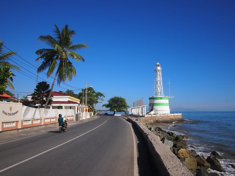 P5258833-lighthouse.JPG