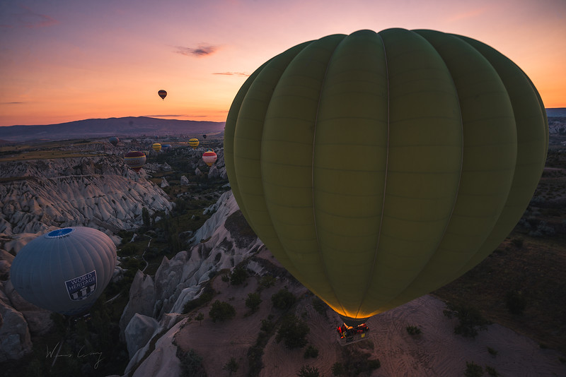 cappadocia-ballon-in-the-valley-9.jpg